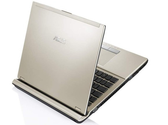 Asus U46 ultra-skinny 14 inch notebook runs wild on the streets of the UK