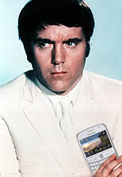 Blackberry Bold available in white, Marty Hopkirk well chuffed