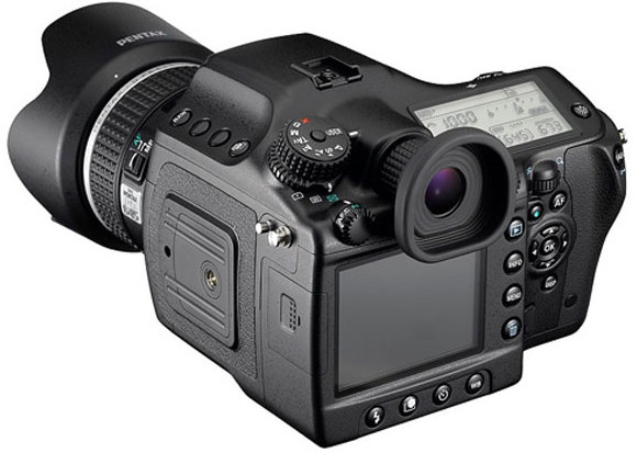 Pentax 645D lauded as Camera of The Year at Camera GP Japan 2011 Awards