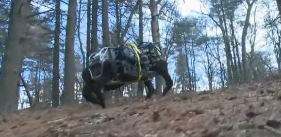 Boston Dynamics LS3 robot dog scuttles about in the wild