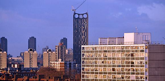London Razor - high tech skyscraper with built in turbines