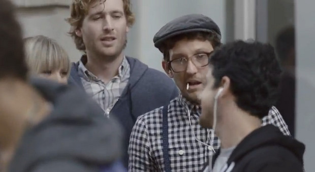 Samsung has a laugh at the iPhone 5 crowd