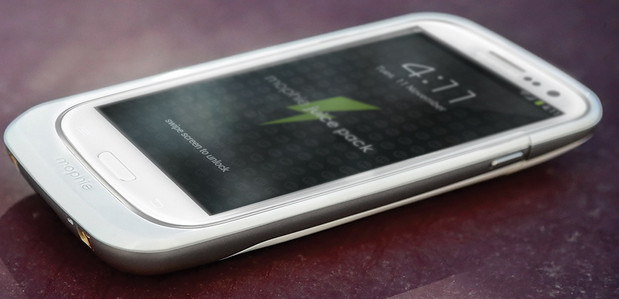 Morphie battery pack doubles the battery life of Samsung Galaxy SIII smartphone