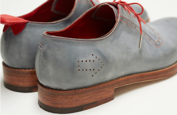 Brit artist creates a pair of wonderful GPS-enabled shoes to guide you to your destination