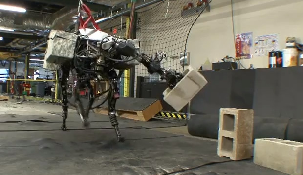Big Dog robot gains powerful, rock-throwing arm, fuels many more nightmares