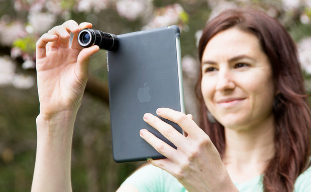 Apple iPad photographers! Make yourself look even more stupid with the iPad Telephoto Lens