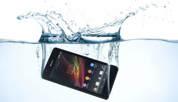 Sony Xperia ZR struts its stuff with 4.6-inch screen, waterproofing and 13MP camera