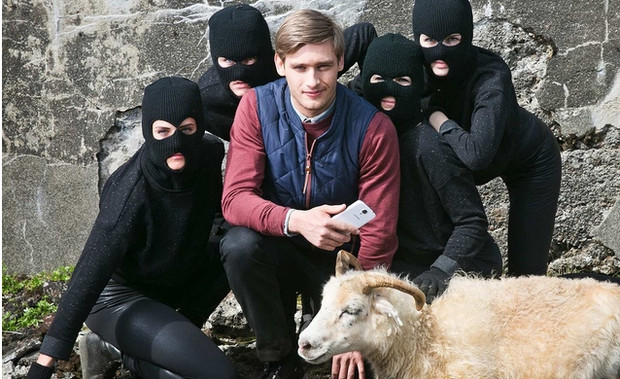Samsung's latest bizarre Galaxy S4 advert: goats, ninjas and apples