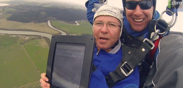 Skydiver builds website as he parachutes earthwards in fabulously pointless publicity stunt