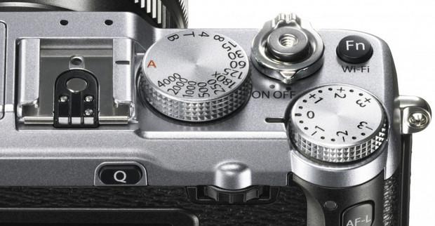 FujifilmX-E2 compact system camera packs the retro looks with 16.3MP APS-C sensor