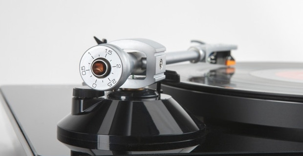 Lenco L-175 USB turntable serves up retro vinyl styling with USB port