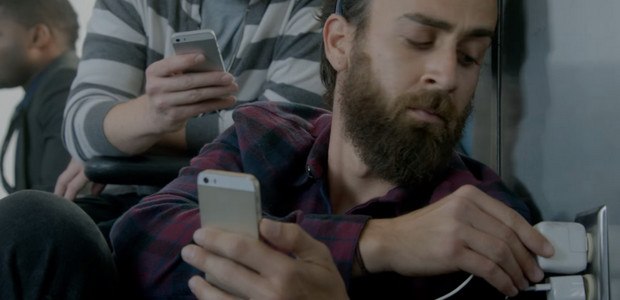 Samsung has a laugh at Apple's expense again with Wall Huggers S5 promo