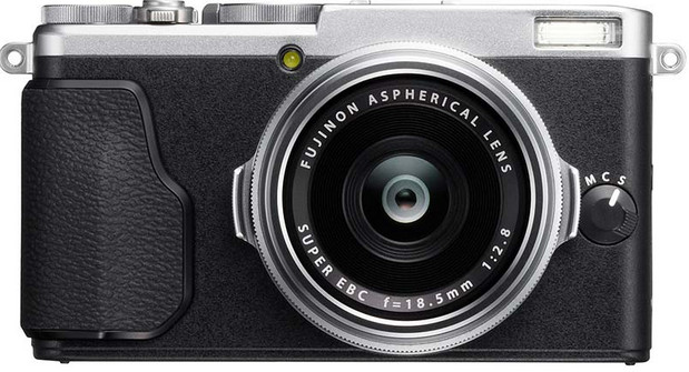 Fujifilm X70 premium compact camera goes for Ricoh GR's street shooting crown
