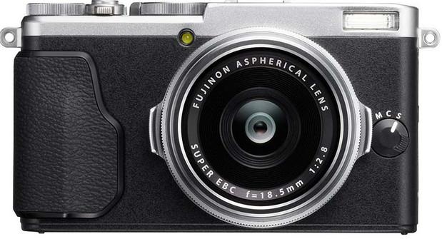 Fujifilm X70 premium compact camera goes for Ricoh GR's street shooting crown